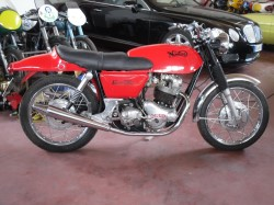 NORTON COMMANDO 750 FAST BACK